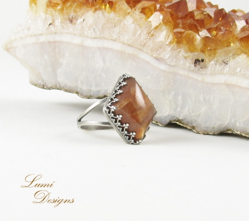 Ring with a natural sunstone and sterling silver (925)