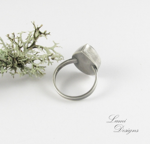 Ring 'Night Thoughts' is made with labradorite and sterling silver (925)